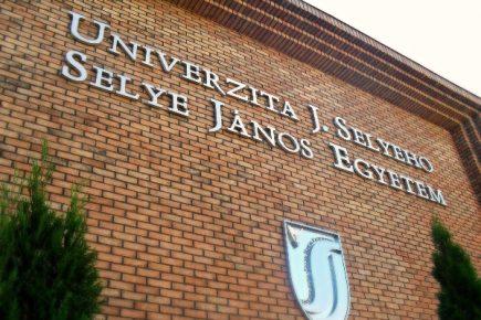 S E L Y E T Ö R I – Megtartotta idei első tanszéki estjét a Selye János Egyetem Történelem Tanszéke