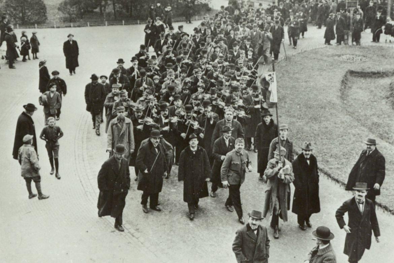 Forró tavasz 1919-ben a pesti Múzeumkertben