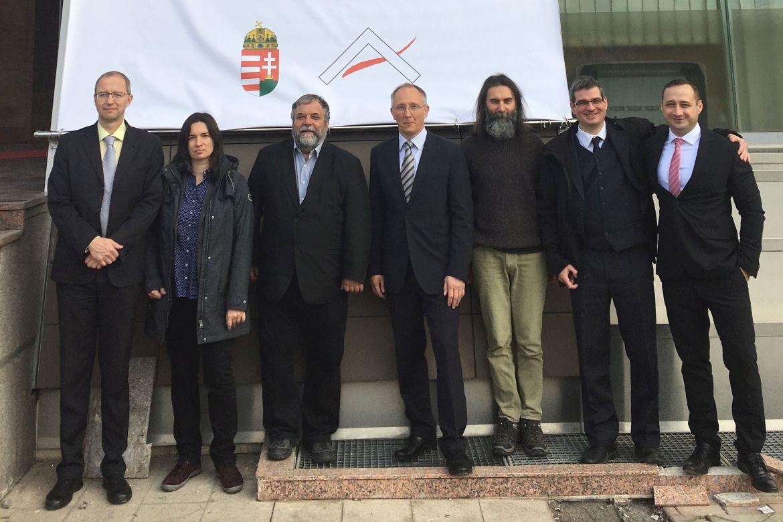 Híd a nyugati és a délkelet-európai történetírás között: az albán–magyar történeti kutatás fordulópontja