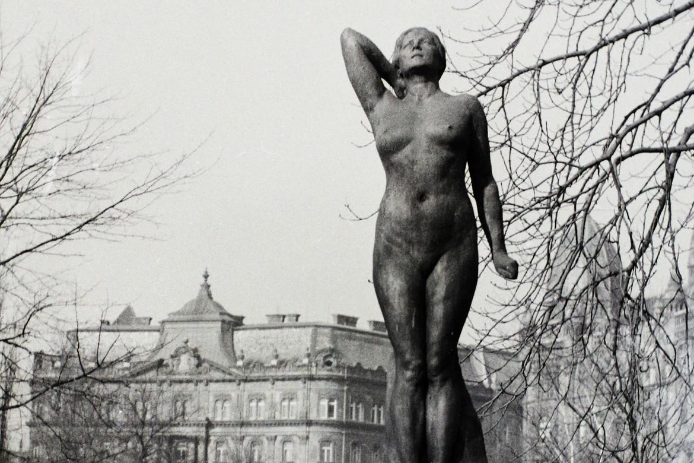 Női szerepek – háború és köztéri szobrok