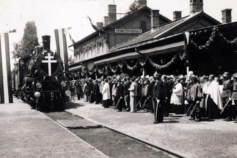 Az Aranyvonat Hódmezővásárhelyre érkezik 1938. június 27-én. Forrás: Fortepan/Jezsuita Levéltár