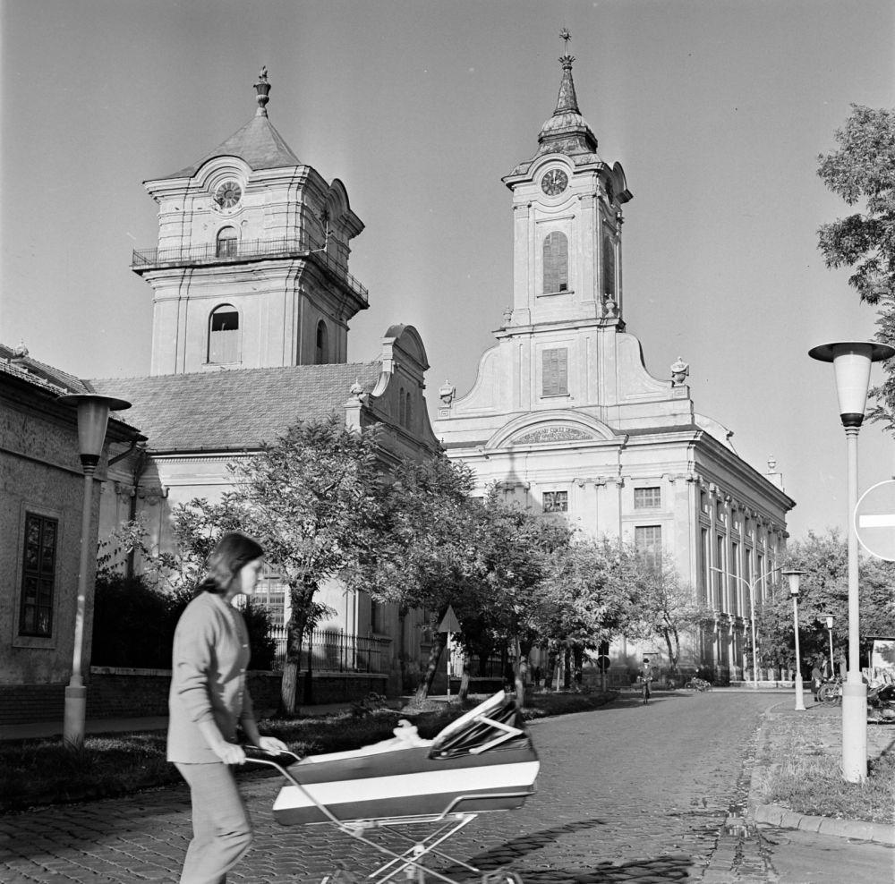 Az evangélikus Kistemplom és a szintén evangélikus Nagytemplom Békéscsabán, 1974-ben. Forrás: Fortepan / Gábor Viktor