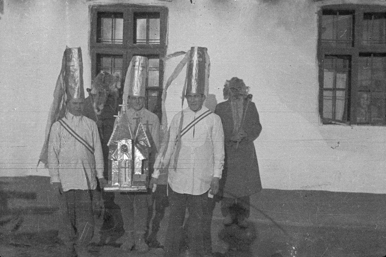 Dégh Linda: Betlehemesek, Bodrogzsadány, 1951. Forrás: Néprajzi Múzeum (jelzet: NM F 102279)