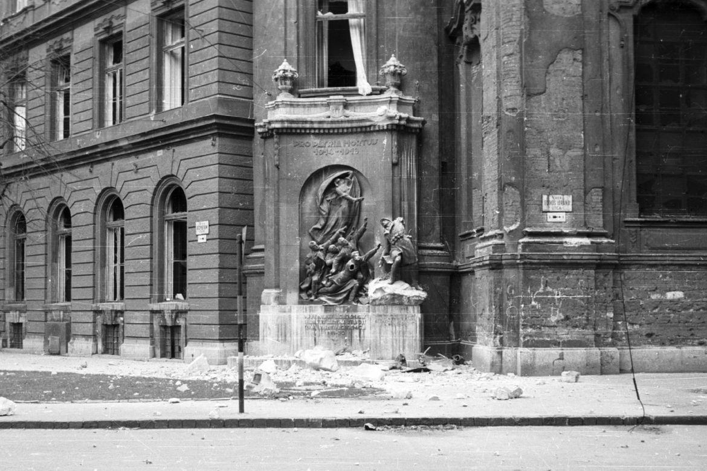Egyetem tér, 1956. Forrás: Fortepan / Nagy Gyula