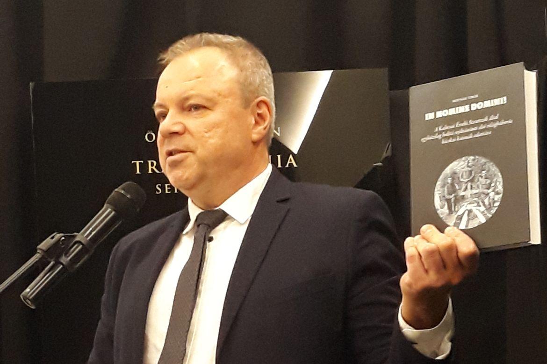 Pintér Tamás az In nomine Domini! c. kötet bemutatóján. Fotó: Újkor.hu / Szőts Zoltán Oszkár