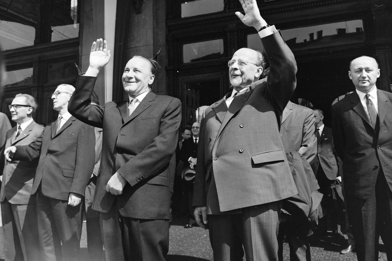 Az NDK párt- és kormányküldöttségének ünnepélyes fogadása. Budapest, Keleti pályaudvar, 1967. május 18. Előtérben jobbról Walter Ulbricht, Kádár János, Willi Stoph, mögöttük jobbra Biszku Béla. Forrás: Fortepan / Bojár Sándor