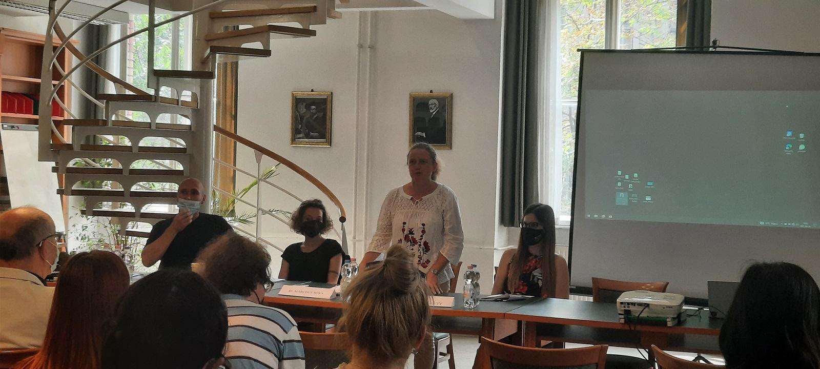 A Modernkori Magyarország konferencia második szekciójának elnöke, Marchut Réka a szekció előadóival